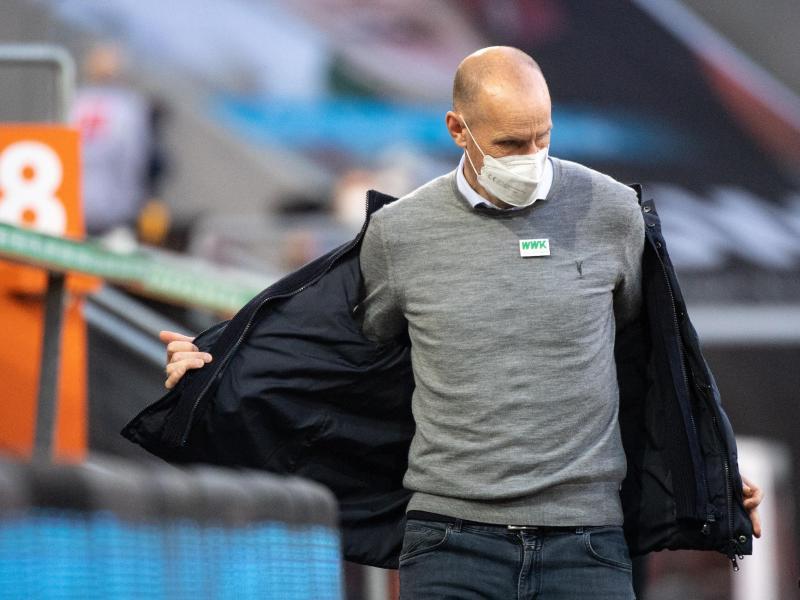 Augsburgs Trainer Heiko Herrlich steht nach der Niederlage gegen Köln vor dem Aus. Foto: Matthias Balk/dpa
