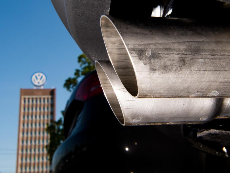 Mit einer weiteren Anklage weitet sich der Kreis der Beschuldigten im VW-Abgasskandal noch einmal aus. Foto: Julian Stratenschulte/dpa