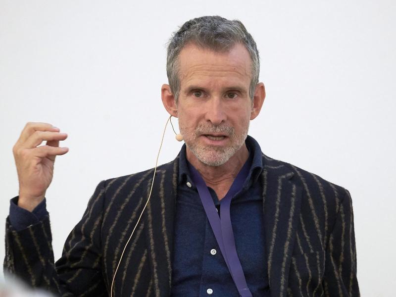 Kritik kommt von Schauspieler und Filmakademiechef Ulrich Matthes: Die Aktion sei «indirekt Schützenhilfe für die Querdenkerszene und die AfD». Foto: Thomas Frey/dpa