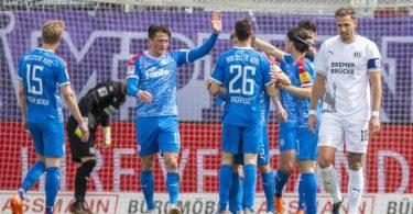 Die Kieler feierten nach der langen Corona-Quarantäne einen souveränen Sieg gegen den VfL Osnabrück. Foto: David Inderlied/dpa