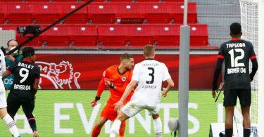Leon Bailey (2.vl) brachte Bayer beim Leverkusener Sieg gegen Frankfurt in Führung. Foto: Thilo Schmuelgen/Reuters-Pool/dpa