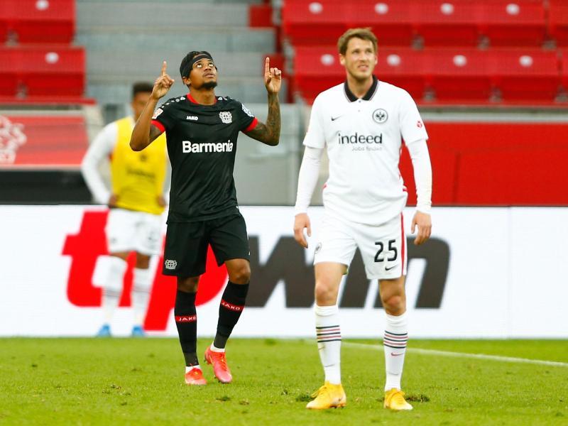 Leon Bailey (l) war mit einem Tor und einer Vorlage Leverkusens Sieggarant beim Heimsieg gegen Frankfurt. Foto: Thilo Schmuelgen/Reuters-Pool/dpa