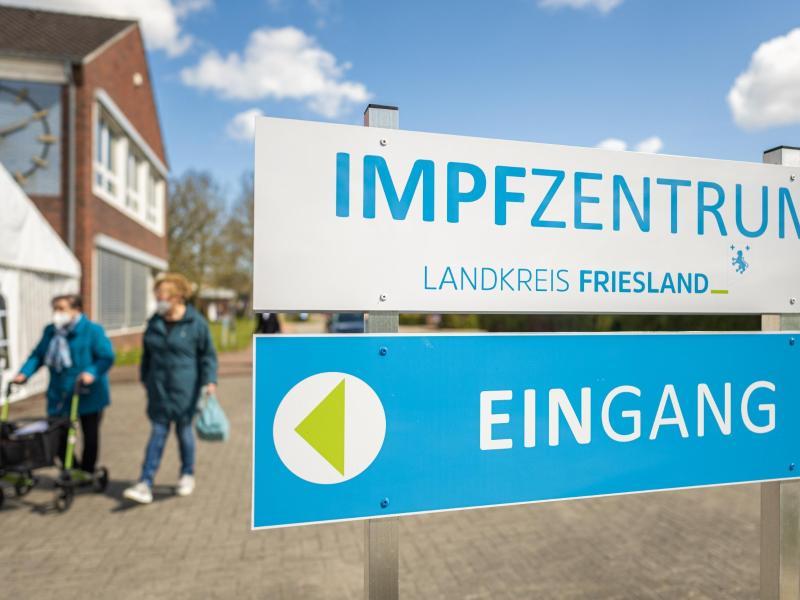 Das Impfzentrum des Landkreises Friesland in Schortens. Foto: Mohssen Assanimoghaddam/dpa