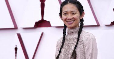 Regisseurin Chloé Zhao gewinnt den Oscar für die beste Regie. Foto: Chris Pizzello/Pool AP/dpa