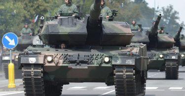 Im vergangenen Jahr stiegen die Militärausgaben weltweit auf mehr als 1,6 Billionen Euro. Foto: Radek Pietruszka/PAP/dpa