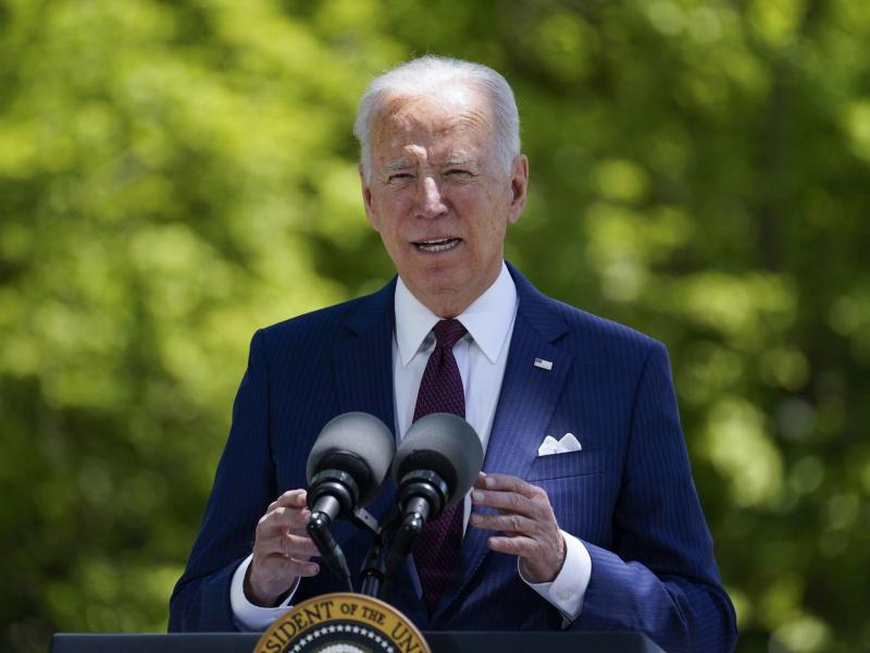 US-Präsident Joe Biden spricht auf dem Nordrasen des Weißen Hauses über die Situation in der Corona-Pandemie. Foto: Evan Vucci/AP/dpa