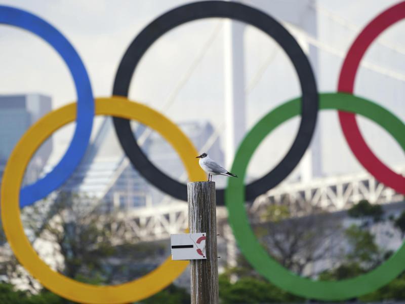Alle Olympioniken in Tokio müssen sich prinzipiell täglich auf das Coronavirus testen lassen. Foto: Eugene Hoshiko/AP/dpa