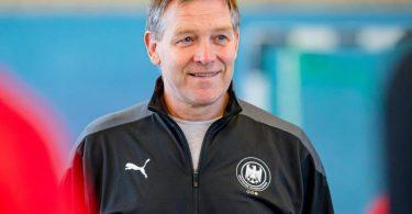 Hat die Kader für die abschließenden EM-Qualifikationsspiele benannt: Handball-Bundestrainer Alfred Gislason. Foto: Sascha Klahn/dpa