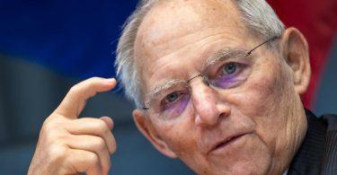 «Jetzt haben wir schon wieder den Zustand, dass sich eine Reihe von Ländern nicht an die Absprachen hält», moniert Wolfgang Schäuble. Foto: Bernd von Jutrczenka/dpa