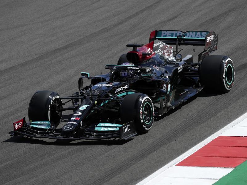 Kann sich in Portimão seine 100. Pole Position holen: Lewis Hamilton. Foto: Manu Fernandez/AP/dpa