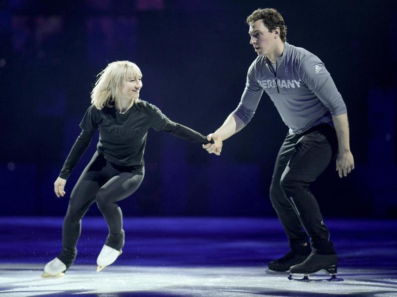 Werden ihre Karriere beenden und nicht in den Wettkampf zurückkehren: Aljona Savchenko und Bruno Massot. Foto: Axel Heimken/dpa