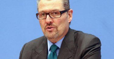 Arbeitgeberpräsident Rainer Dulger fordert, die Betriebsärzte rasch in die Corona-Impfungen einzubeziehen. Foto: Wolfgang Kumm/dpa