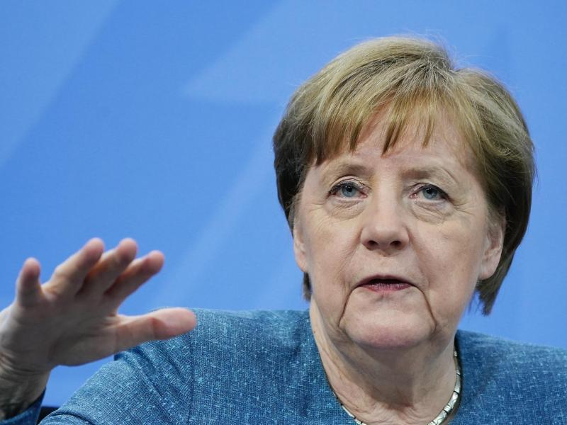 Kanzlerin Angela Merkel äußert in einer Botschaft zum 1.Mai Verständnis für die Situation vieler Menschen in der Pandemie: «Mir ist bewusst, wie anstrengend es sein kann, wenn über Monate der Esstisch gleichzeitig Schreibtisch und Hausaufgabenplatz für die Kinder ist.». Foto: Michael Kappeler/dpa-pool/dpa/Archivbild
