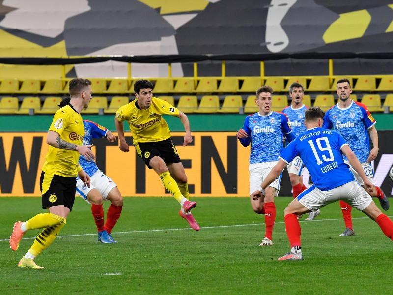 Giovanni Reyna (3.v.l.) brachte Dortmund auf die Siegerstraße. Foto: Martin Meissner/AP Pool/dpa