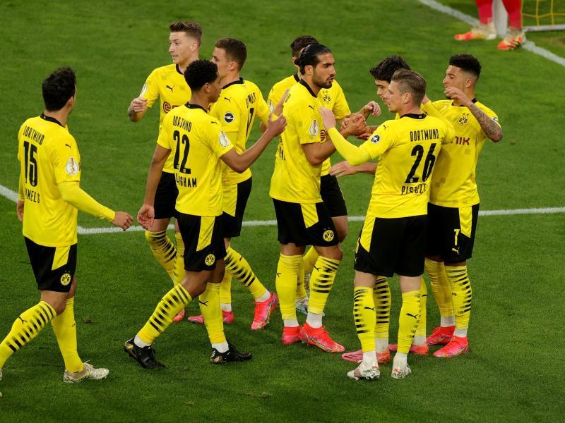 Die Dortmunder Spieler bejubeln das Führungstor. Foto: Friedemann Vogel/epa Pool/dpa