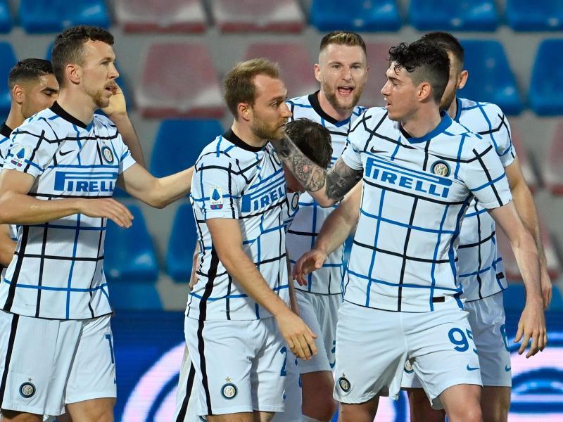 Inter Mailand ist durch den Sieg in Crotone und dem Patzer von Atalanta Bergamo neuer italienischer Meister. Foto: Francesco Mazzitello/LaPresse/AP/dpa