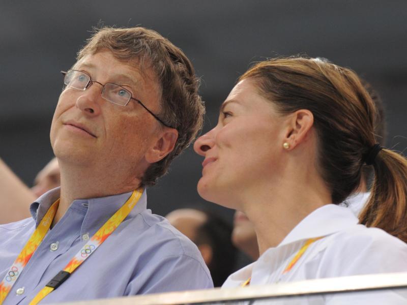 Bill Gates und seine Frau Melinda als Zuschauer bei den Olympischen Sommerspielen 2008 in Peking. Foto: Bernd Thissen/dpa