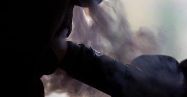 E-Zigaretten eignen sich offenbar nicht, um sich das Rauchen abzugewöhnen. Foto: Franziska Gabbert/dpa-tmn
