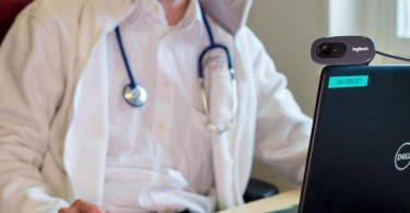 Ein neues Gesetz soll die Weichen für mehr Digitalisierung bei der Gesundheitsversorgung stellen. Foto: Monika Skolimowska/ZB/dpa