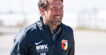 Der neue Chef-Trainer Markus Weinzierl kommt zum Training. Foto: Sven Hoppe/dpa