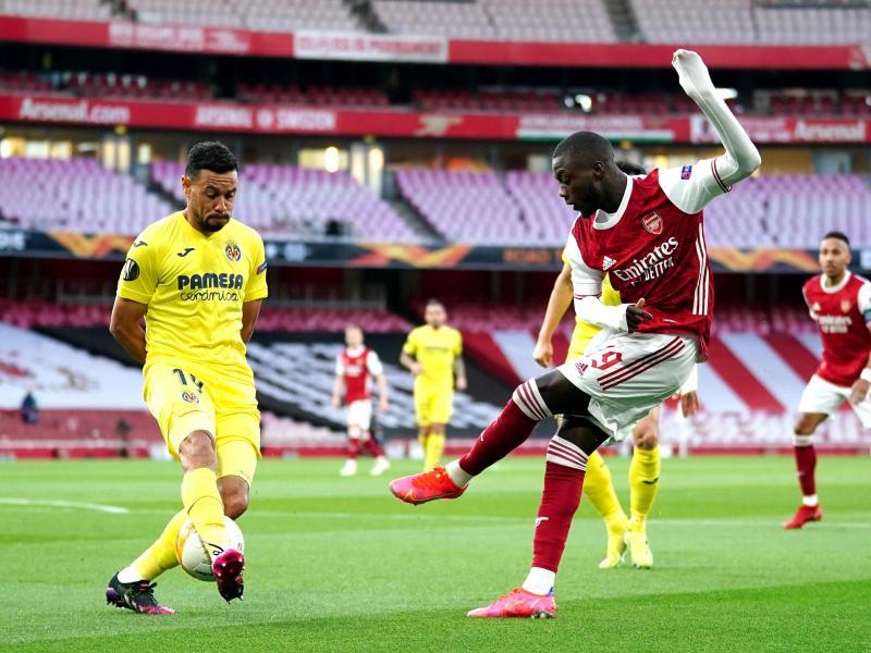 Arsenals Nicolas Pepe (r) schießt auf das Tor. Foto: John Walton/PA Wire/dpa