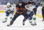 Das Team von Leon Draisaitl (M.) verlor gegen die Vancouver Canucks. Foto: Jason Franson/The Canadian Press via AP/dpa