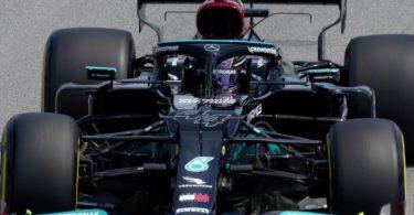 Fuhr im Training in Barcelona die Bestzeit: Lewis Hamilton. Foto: Emilio Morenatti/AP/dpa