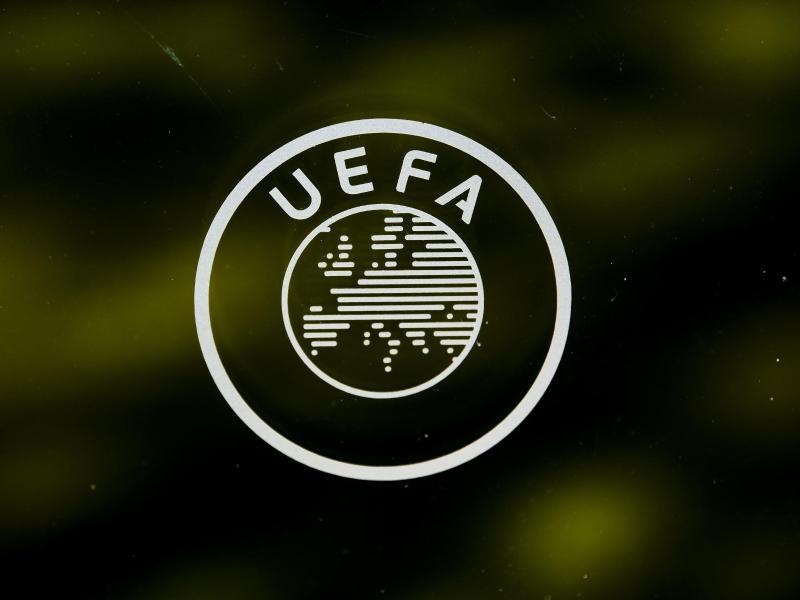 Die UEFA verschärft ihre Drohung gegen die verbliebenen drei Gründungsmitglieder der gescheiterten Super League. Foto: Jean-Christophe Bott/KEYSTONE/dpa
