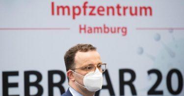 Bundesgesundheitsminister Jens Spahn ist zuversichtlich mit Blick auf Urlaube innerhalb der EU. Foto: Daniel Reinhardt/dpa
