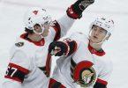 Tim Stützle (r) traf dreifach für die Ottawa Senators. Foto: John Woods/The Canadian Press/AP/dpa