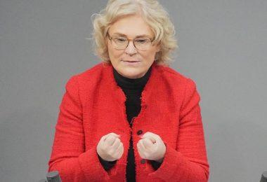 Auch um Missbrauch vorzubeugen, setzt sich Justizministerin Christine Lambrecht (SPD) für eine möglichst schnelle Einführung von digitalen Impfzertifikaten ein. Foto: Michael Kappeler/dpa
