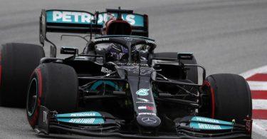 Rennpilot Lewis Hamilton hat im vierten Rennen der Saison seinen dritten Sieg eingefahren. Foto: Joan Monfort/AP/dpa