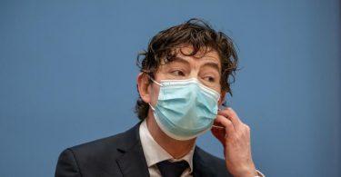 Christian Drosten, Direktor des Instituts für Virologie, Charité Berlin, nimmt an einer Pressekonferenz teil. (Archivbild). Foto: Michael Kappeler/dpa