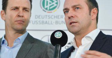 Bald wieder vereint beim DFB? Bundestrainer-Wunschkandidat Hansi Flick (r) und Nationalmannschafts-Direktor Oliver Bierhoff. Foto: picture alliance / Arne Dedert/dpa