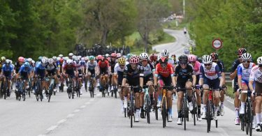 Die Fahrer auf der 6. Etappe der Italien-Rundfahrt. Foto: Fabio Ferrari/LaPresse/AP/dpa