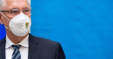 Joachim Herrmann (CSU), Innenminister von Bayern, bei einer Pressekonferenz. Foto: Sven Hoppe/dpa
