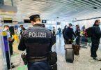 Passagiere aus Manchester im Januar bei der Einreise am Frankfurter Flughafen. Foto: Andreas Arnold/dpa