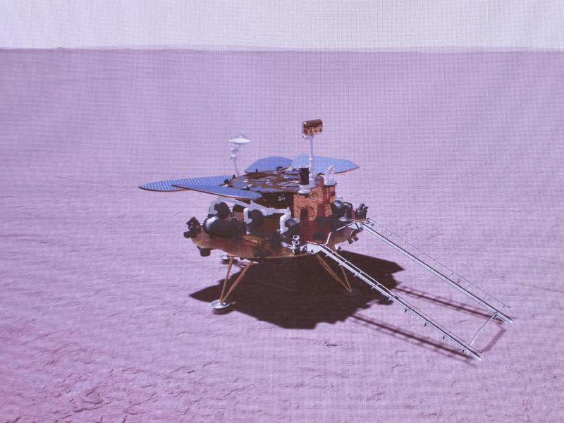 Das grafisch simulierte Bild zeigt die Landung der chinesischen Sonde auf dem Mars. Foto: Jin Liwang/XinHua/dpa