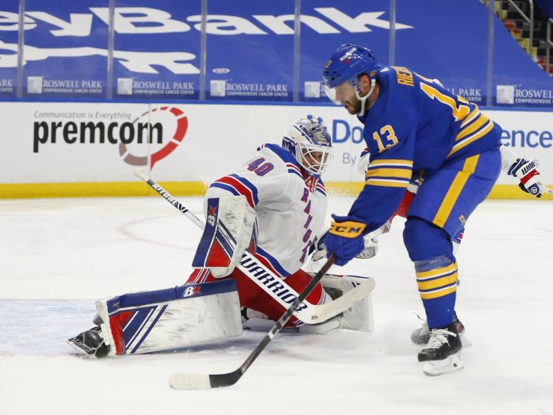 Steht im DEB-Aufgebot für die Eishockey-WM: Tobias Rieder (r) von den Buffalo Sabres. Foto: Jeffrey T. Barnes/AP/dpa