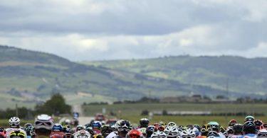 Über 170 Kilometer von Foggia nach Guardia Sanframondi führt die 8. Etappe des 104. Giro d'Italia. Foto: Fabio Ferrari/LaPresse/AP/dpa