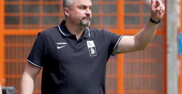 Trainer Thomas Reis will mit dem VfL Bochum den Aufstieg perfekt machen. Foto: Roland Weihrauch/dpa