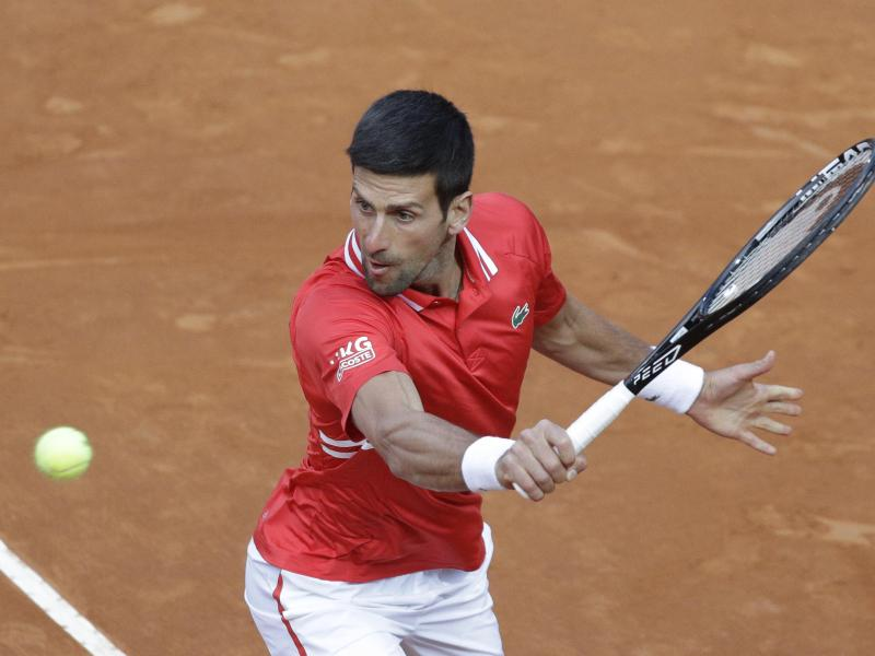 Novak Djokovic setzte sich gegen LorenzoSonego erst nach drei Sätzen durch. Foto: Gregorio Borgia/AP/dpa