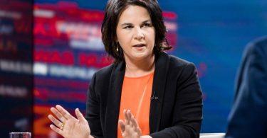 Annalena Baerbock, Kanzlerkandidatin von Bündnis 90/Die Grünen, spricht in der ZDF-Sendung «Was nun,...?» mit Peter Frey. (Archivbild). Foto: Thomas Kierok/ZDF/dpa