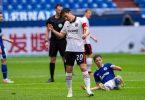 Frustriert: Makoto Hasebe nach der Frankfurter Niederlage auf Schalke. Foto: Guido Kirchner/dpa