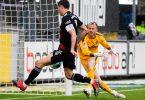 Hatte in Freiburg seinen 41. Saisontreffer bereits auf dem Fuß: Bayern-Torjäger Robert Lewandowski (l). Foto: Tom Weller/dpa