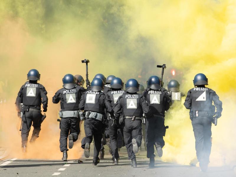In Dresden kam es zu Ausschreitungen zwischen Dynamo-Fans und der Polizei. Foto: Sebastian Kahnert/dpa