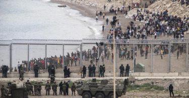 Die spanische Armee ist an der Grenze zu Marokko im Einsatz. Foto: Javier Fergo/AP/dpa