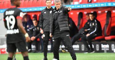 Unter Trainer Friedhelm Funkel (M.) hat der 1. FC Köln von fünf Spielen nur zwei verloren. Foto: Martin Meissner/AP-Pool/dpa
