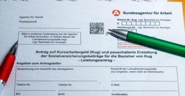 Mehr als die Hälfte der Überstunden, die die Beschäftigten 2020 in Deutschland geleistet haben, waren unbezahlt. Foto: Jens Büttner/dpa-Zentralbild/dpa/Illustration