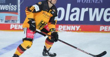 Moritz Müller ist Kapitän des DEB-Teams. Foto: Timm Schamberger/dpa